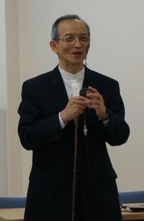 芳賀先生2小.jpg